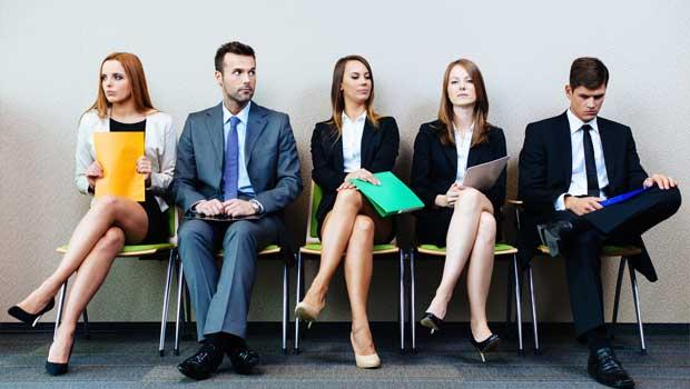 Lidé čekající na pracovní pohovor